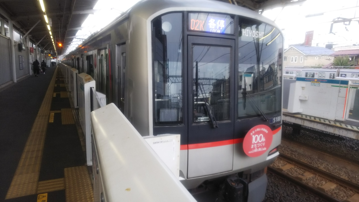東急目黒線にヘッドマーク列車